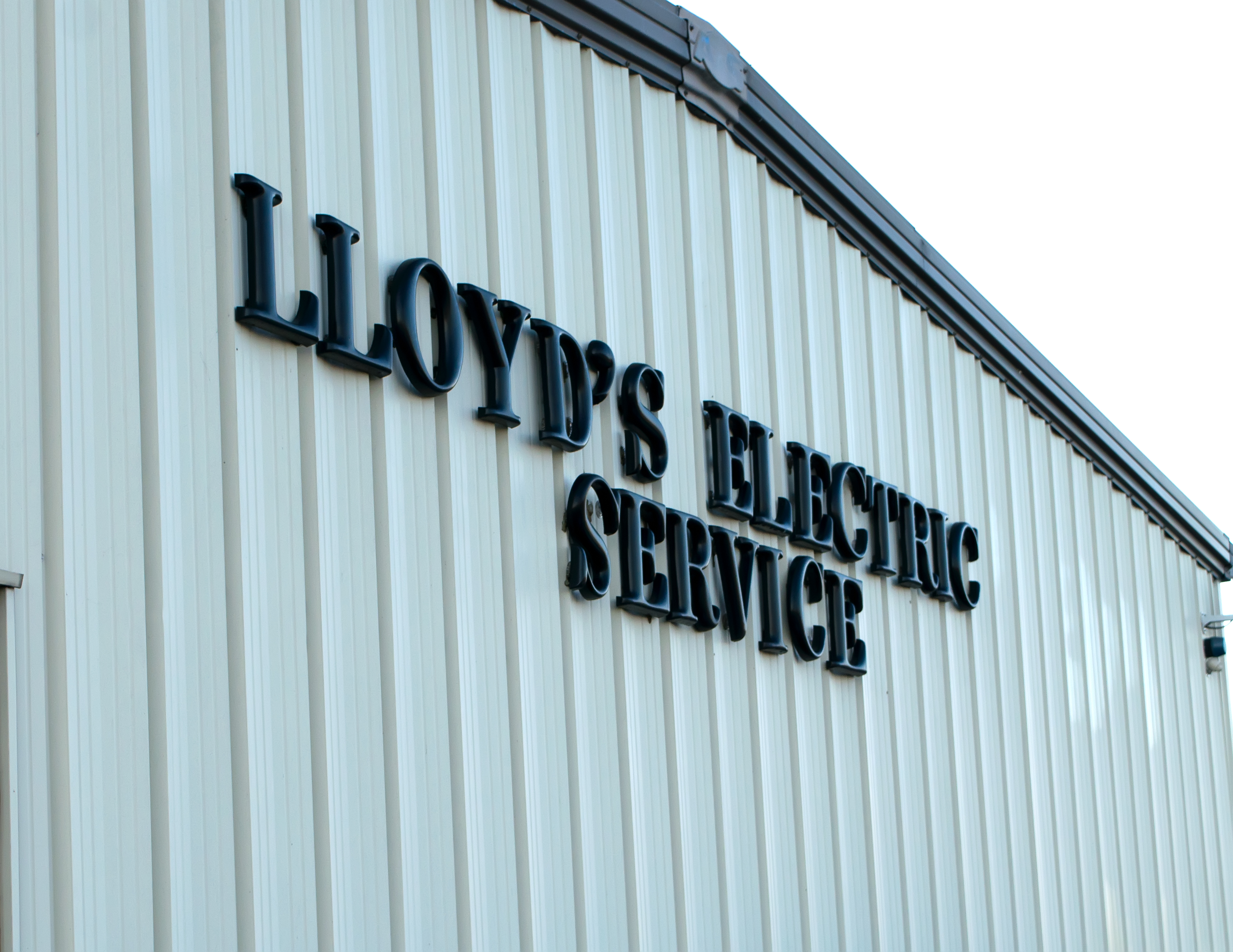 Licensed Knoxville Electrician - Image of Lloyd's Electric Service sign on building exterior