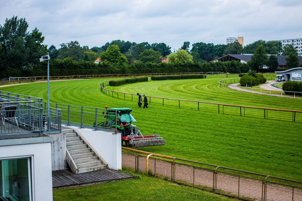 commercial lawn care - image shows a large commercial lawn being professionally cut
